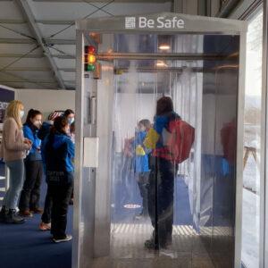 Processo di sanificazione all'interno della Cabina disinfettante Sanapur BeSafe - Mondiali di Sci Alpino Cortina 2021